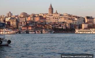 İstanbul da 5,7 Şiddetinde Deprem Oldu