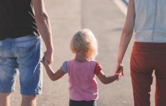 Eşi çalışmayan memur doğum nedeniyle aylıksız izin alabilir mi?